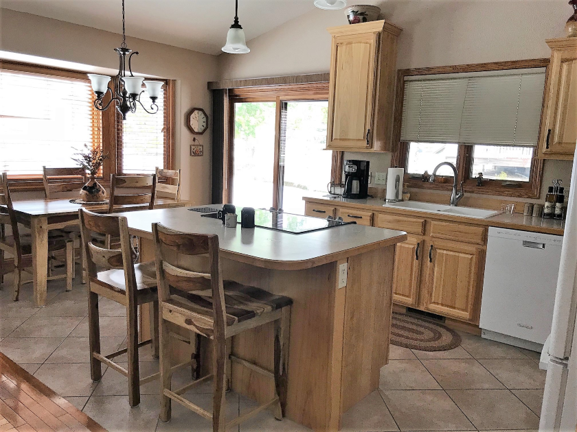 Eat-In Kitchen with Breakfast Bar, Private Home | Spearfish SD