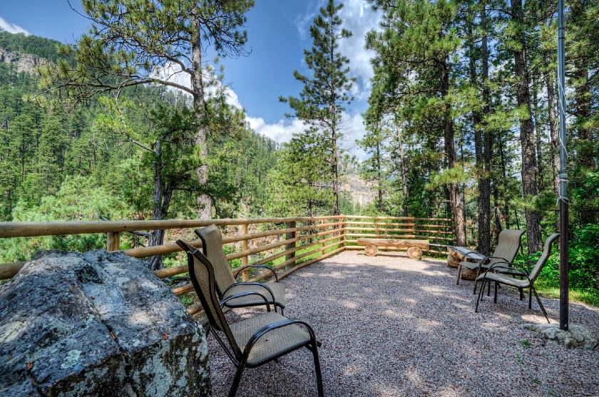 The Point at Rim Rock Lodge - Spearfish Canyon SD