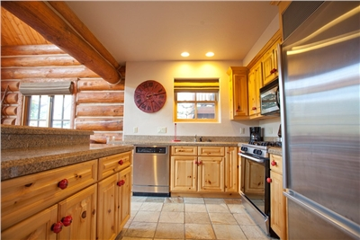 Fully Equipped Kitchen - Stainless Steel Appliances - Granite Countertops
