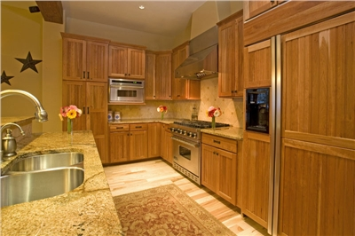 Huge gourmet kitchen - High-End Appliances