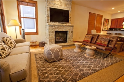 Large Living Room - Gas Fireplace - Plenty of seating for large parties