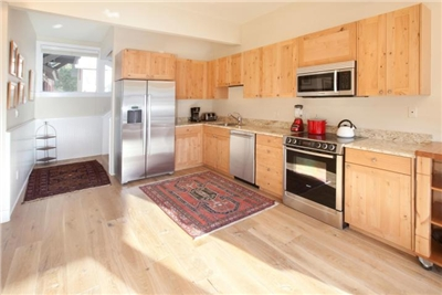 Fully Remodeled kitchen - new appliances, cabinets, hardwood floors