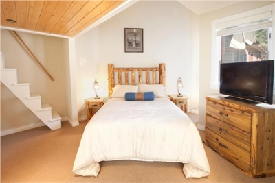 Master Bedroom - Queen Sized Bed