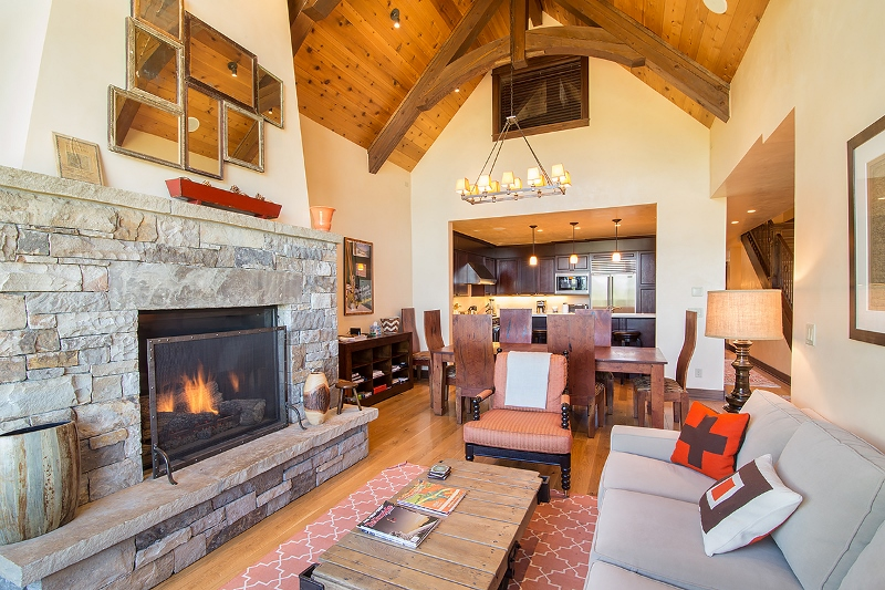 Courcheval E - Great room open to dining and kitchen area
