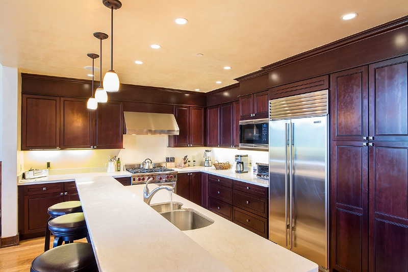 Courcheval E - Gourmet kitchen with high-end appliances, breakfast bar with seat