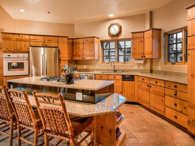 Westermere 410 - Fully stocked kitchen with breakfast bar with seating for 4