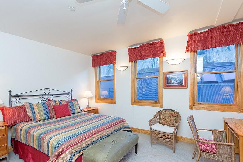 Pine Street Unit C- 3 Bed, 2.5 Bath Downtown Telluride, Condo