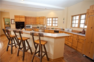 Fully Equipped Kitchen - Breakfast Bar