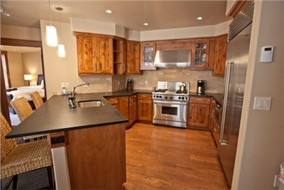 Gourmet Kitchen - Sub Zero - Wolf - Granite Counters - Fully Equipped