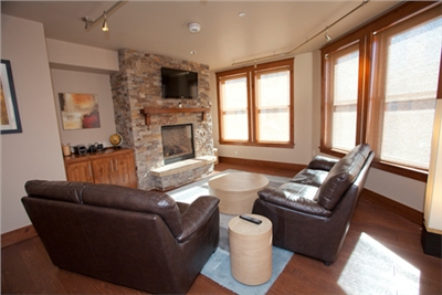 Spacious Living Area - Gas Fireplace - 40 Inch LCDTV - iPod Dock - Mtn Views - T