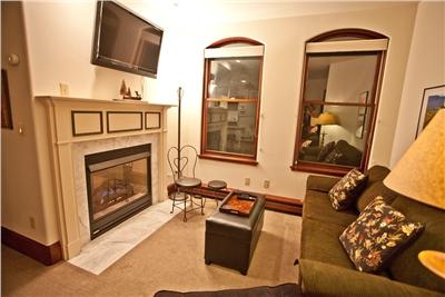 Ballard 303 South - Living Area - Gas Fireplace - Flat Panel TV - Fold Out Sofa