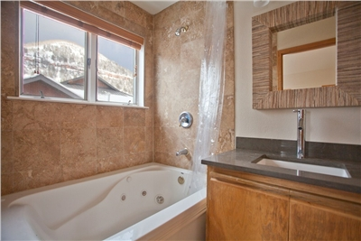 Master Bathroom - Jetted Tub and Shower Combo - Beautiful Mountain Views