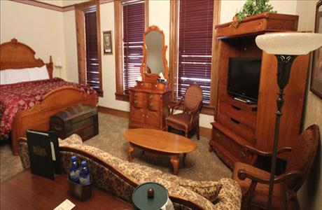 Bullock Hotel Full Bed Room - Deadwood SD