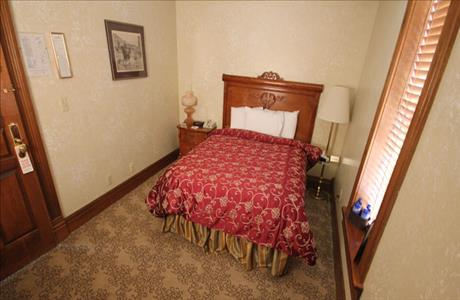 Bullock Hotel Queen Room - Deadwood SD