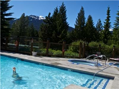 Heated Year Round Pool & Hot Tubs
