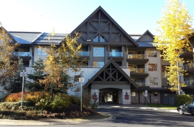 Aspens Lodge: front of the building