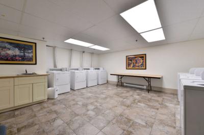 Aspens lodge: common laundry (Parking level 2)
