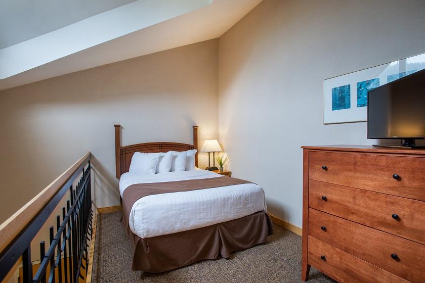 Queen Bed in open loft area