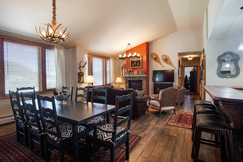Platinum Dining Area/Living Room Area (2701)