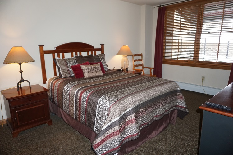 Sample Silver Bedroom (Bedding Options May Vary)