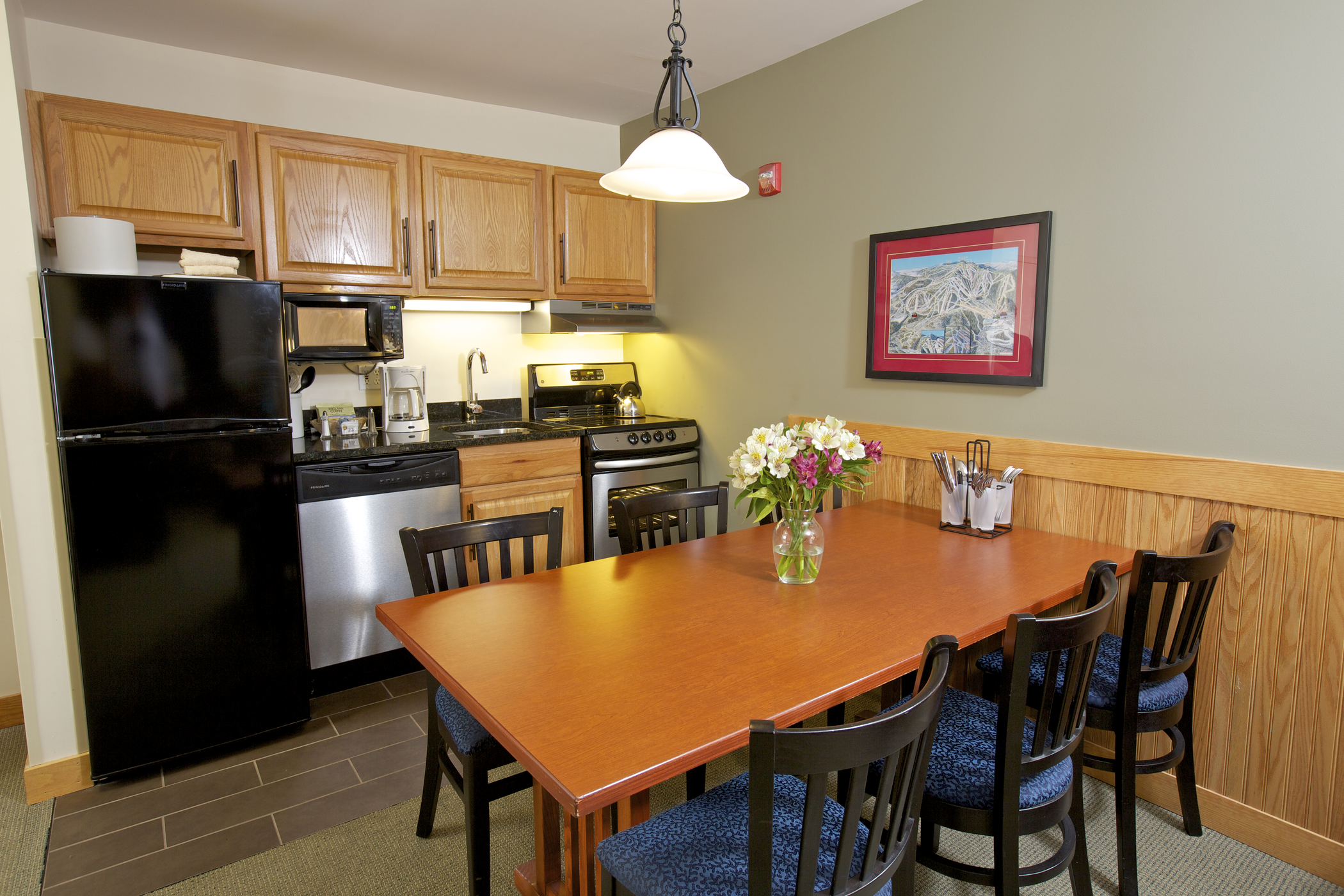 Kitchenette Dining Area
