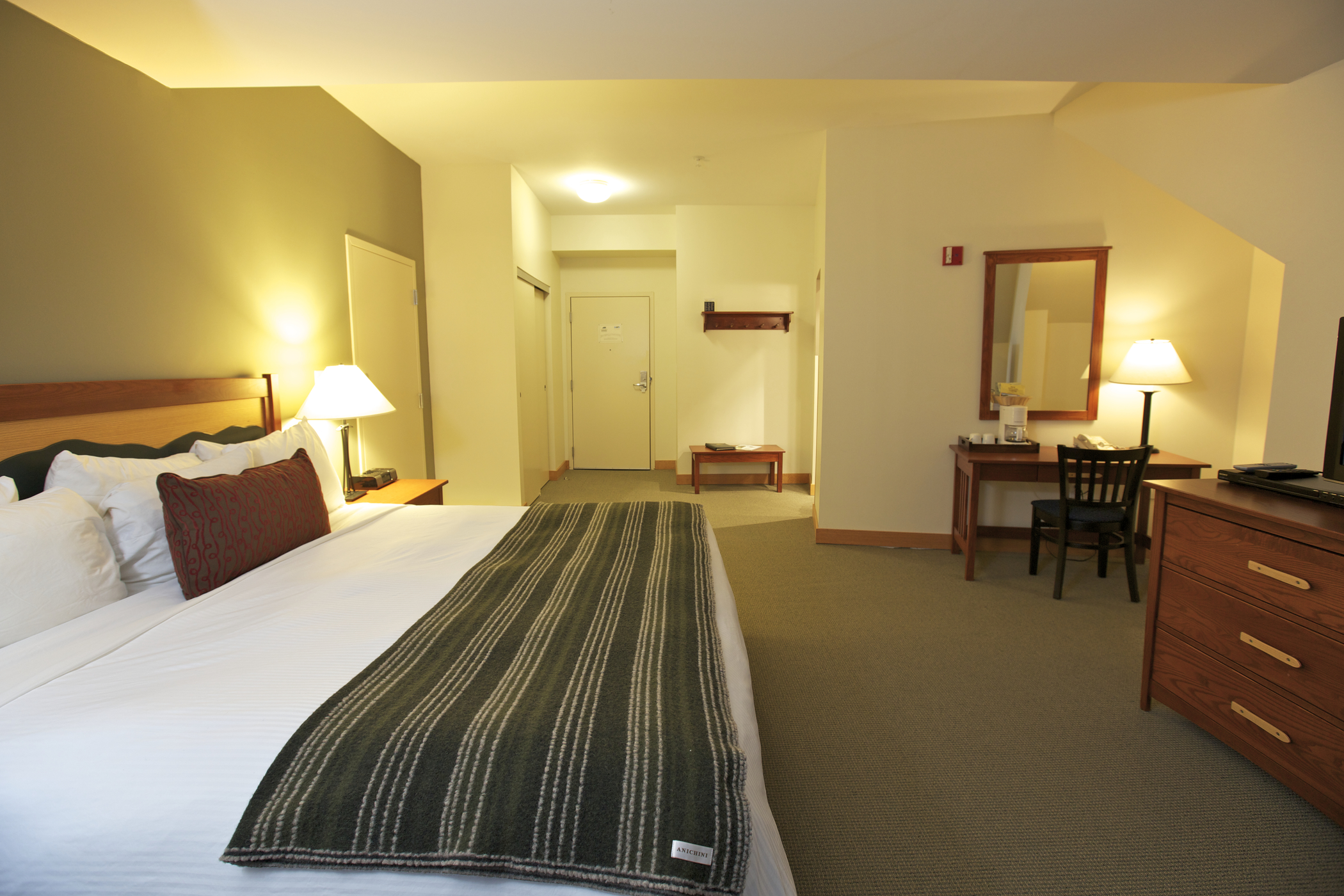Hotel Room (1 King or 2 Queen Beds)