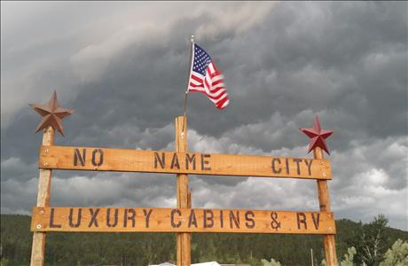 No Name City Luxury Cabins & RV - Sturgis SD