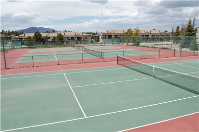 Meadow Ridge Clubhouse tennis courts