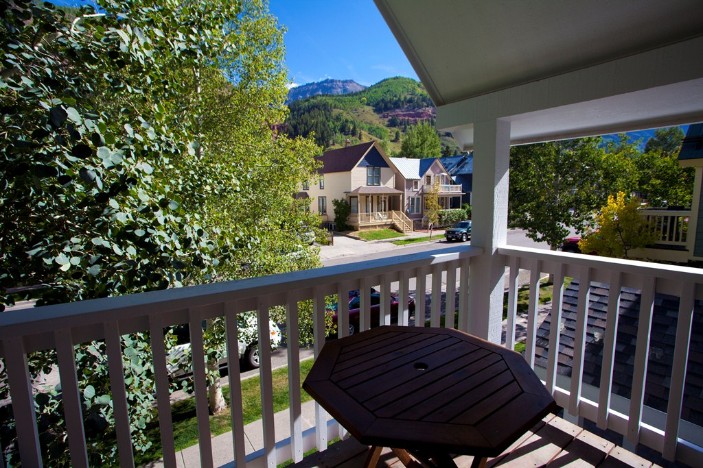 524 West Pacific Townhome - 3 Bd / 3.5 Ba - Sleeps 8 - Deluxe Townhome