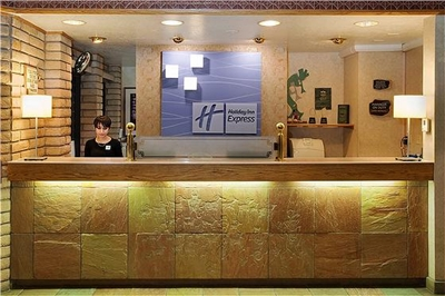 Holiday Inn Express - Front Desk