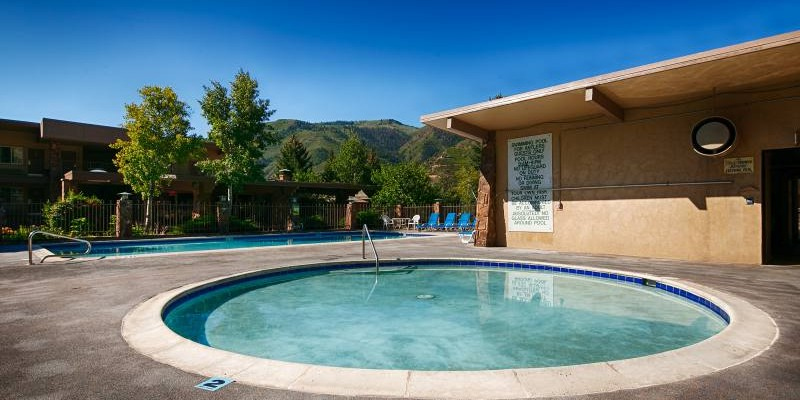 Outdoor Seasonal Heated Pool and Wading Pool