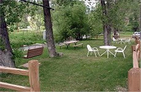 Black Hills Inn and Suites Picnic Area - Deadwood SD