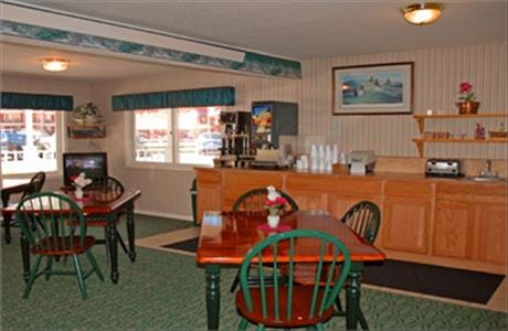 Keystone Boardwalk Inn and Suites Breakfast Area - Keystone SD
