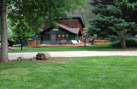 Lake Park Deer Glen Lodge - Rapid City SD