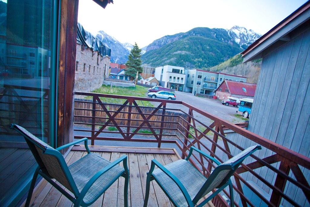 Montana Placer Inn, Room 6 - Small Deck - Kitchenette, King Bed