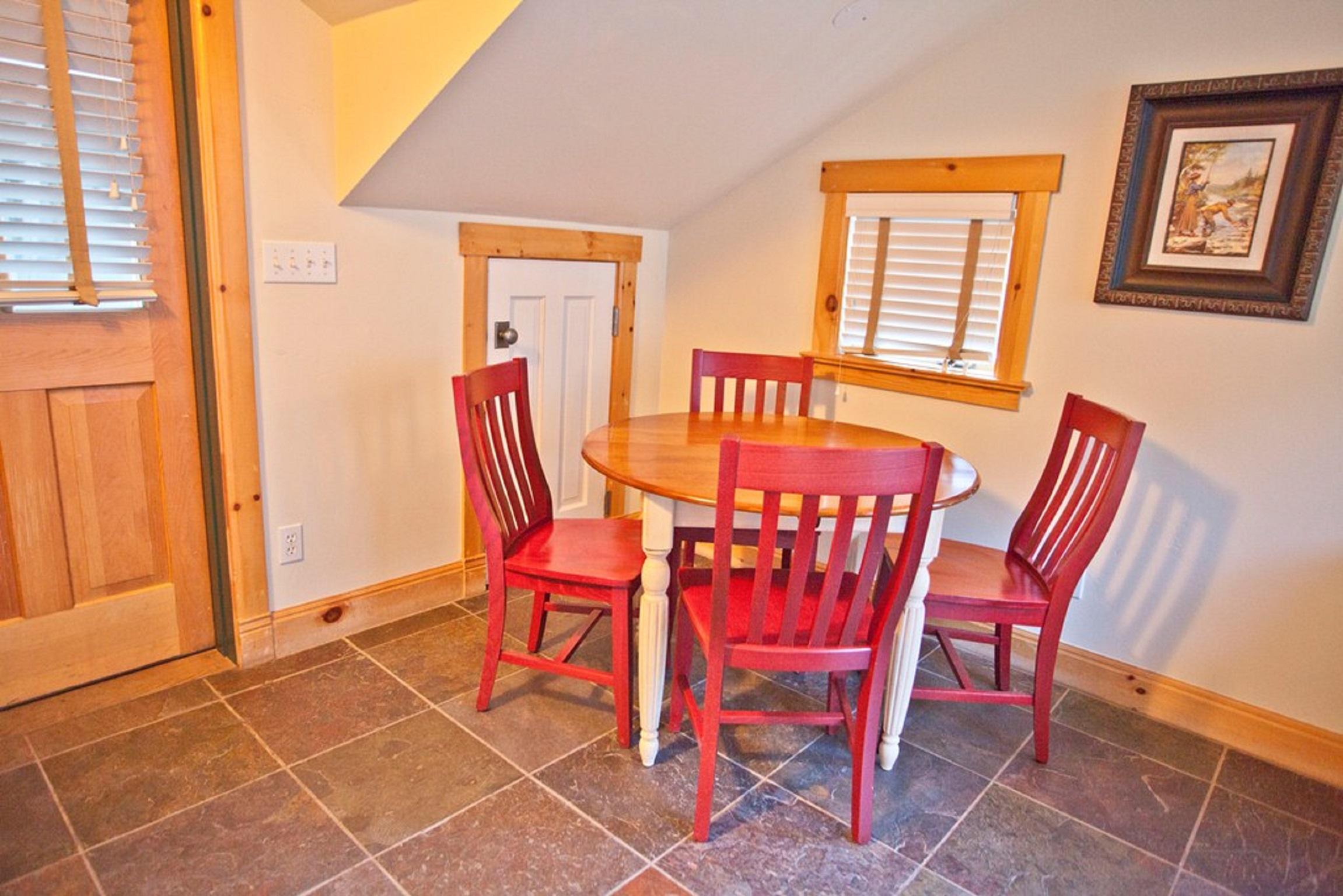 Montana Placer Inn, Unit 6 - Dining Area