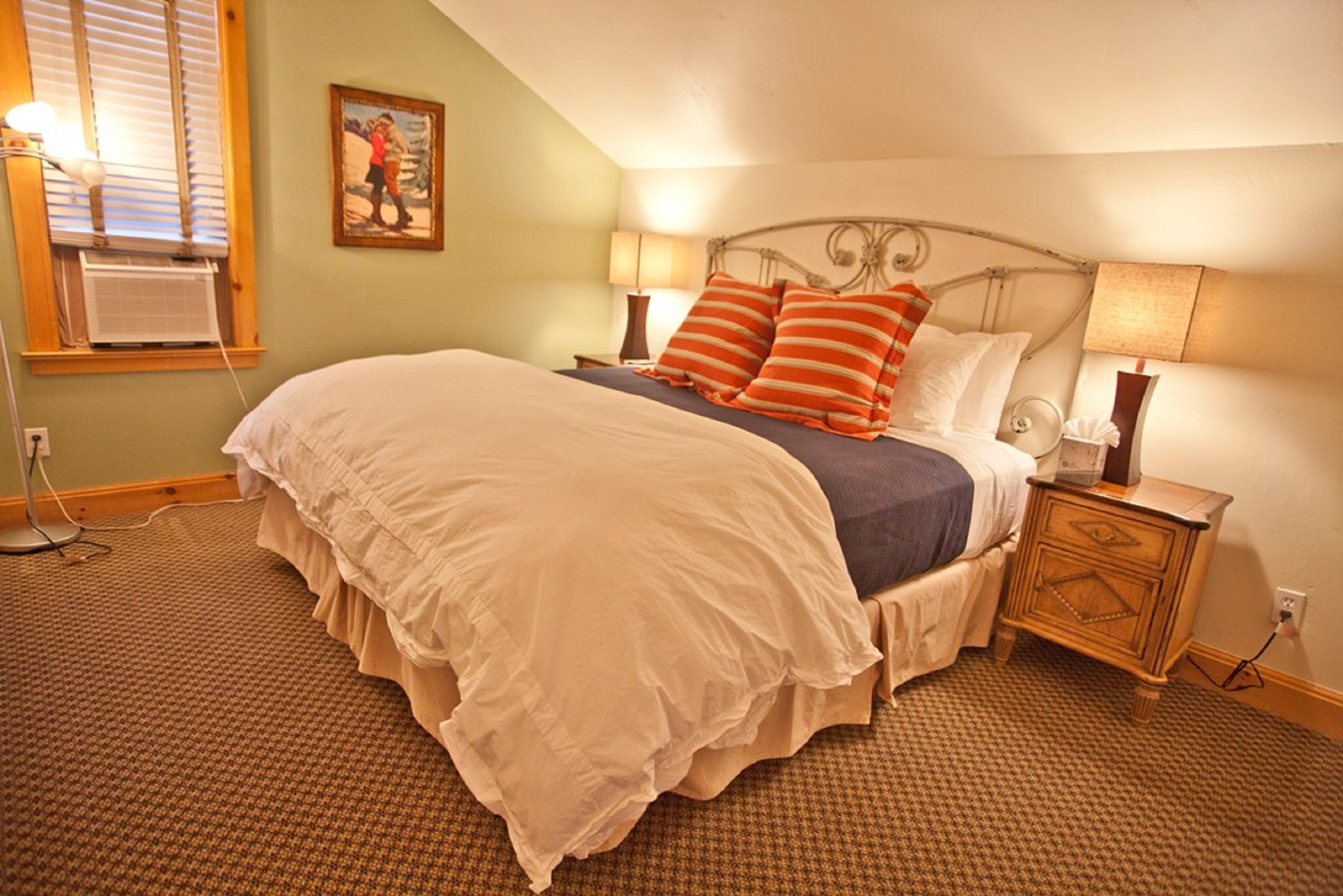 Montana Placer Inn - Room 6 - Kitchenette, King Bed & Private Bath