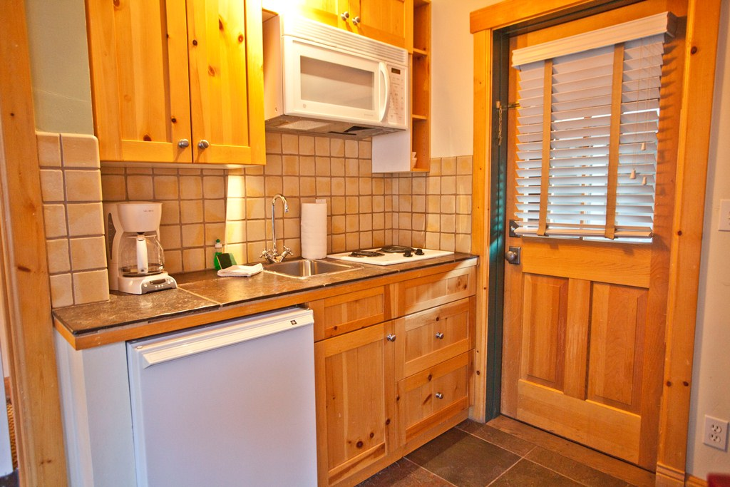 Montana Placer Inn, Unit 6 - Kitchenette, King Bed & Private Bath